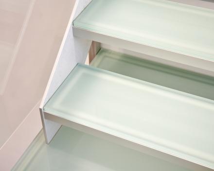 Escalier en verre dans le bureau Patrimonia