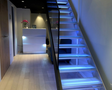 Glazen trap in showroom Insensation in New York