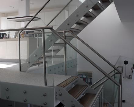 Houten trap Project CameleonC1 in Ijburg (NL)