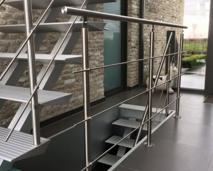 Moderne trap Triangle bij een dokter in Veurne