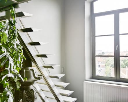 Moderne trap Triangle bij Van Holm