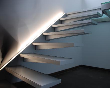 Zwevende trap Solitaire bij Poppe