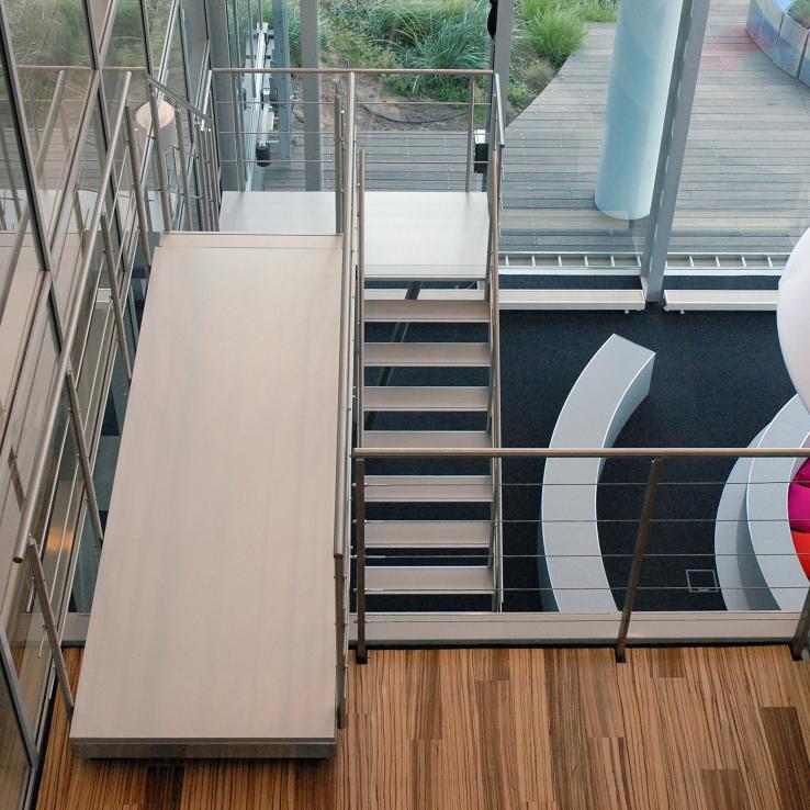 Escalier design Concorde dans la tour ITO