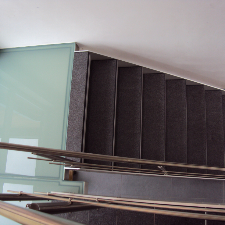 Escalier avec pierre naturelle chez Apaire à Warcoing