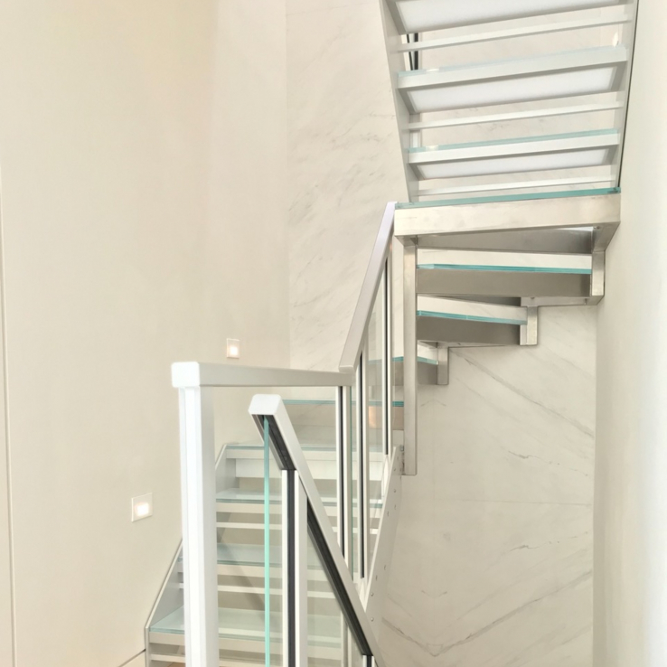 Escalier en verre quart tournant à New York