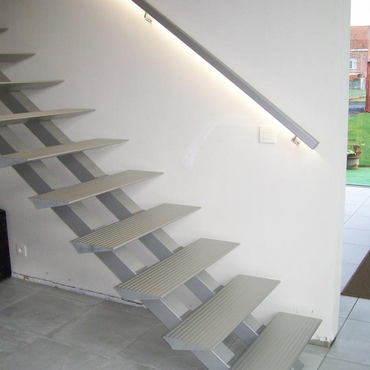 Moderne trap Triangle bij Bouckenooghe