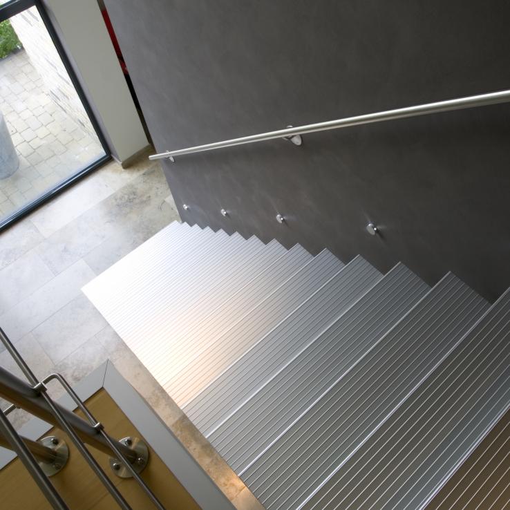 Escalier moderne Triangle chez Demeulenaere