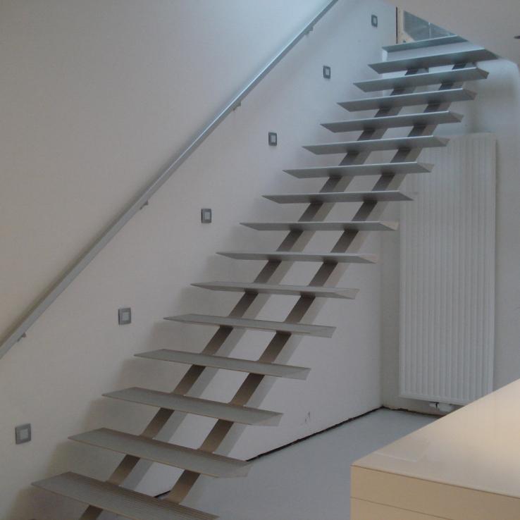 Escalier moderne Triangle chez Desmet-Claeys