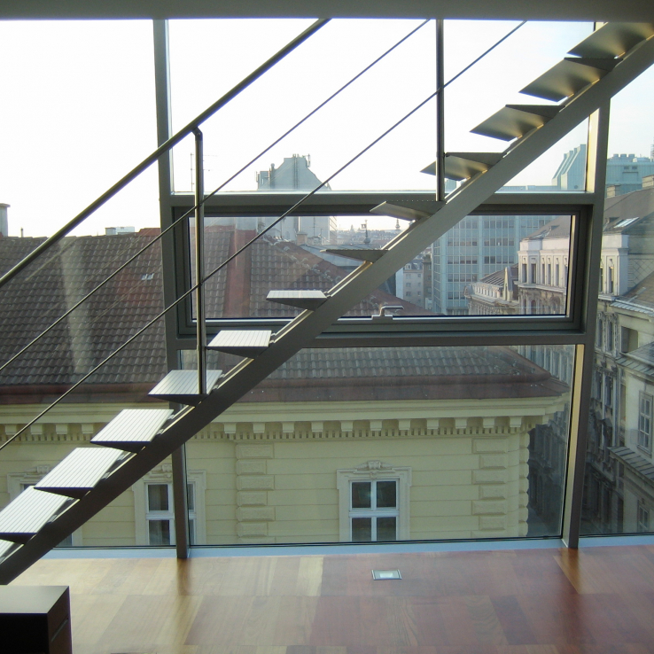 Moderne trap Triangle in een duplex