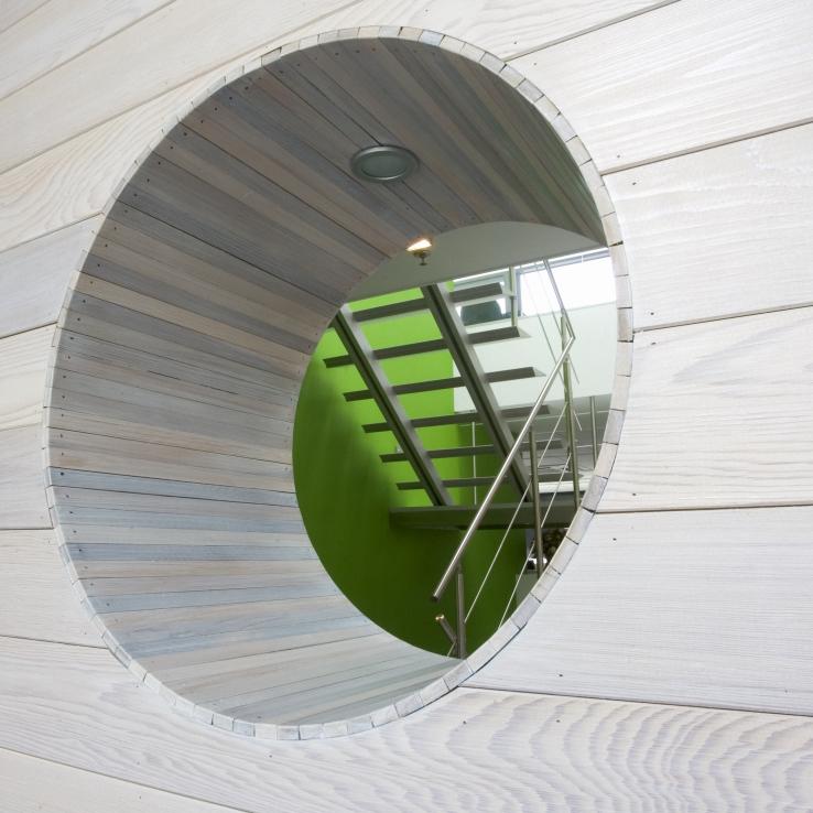 Escalier moderne Triangle dans l'entreprise Fiscovan