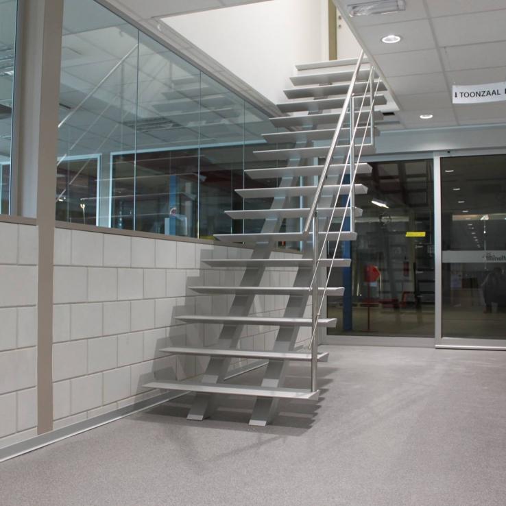 Escalier moderne Triangle dans l'entreprise Sax / Florisan