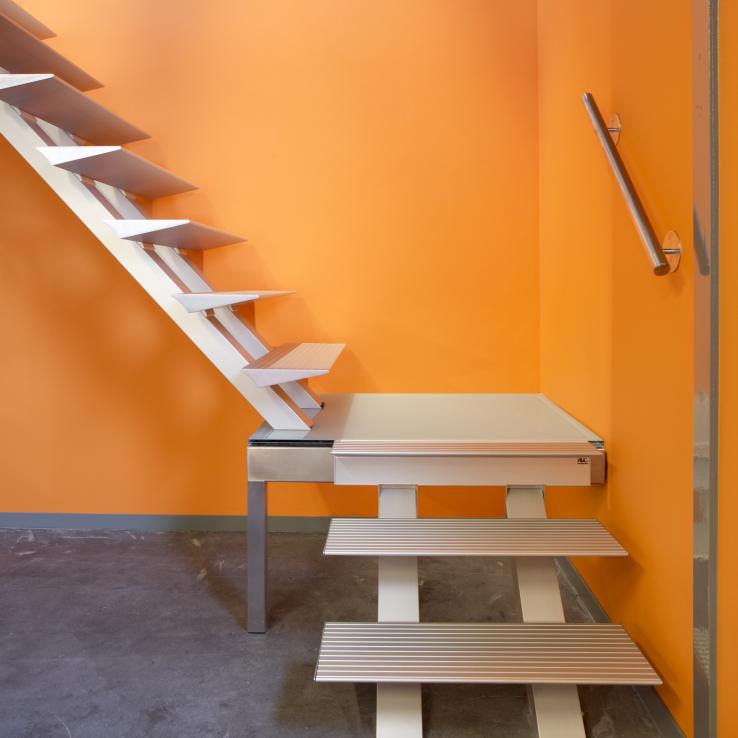 Escalier moderne Triangle dans l'entreprise IFIM