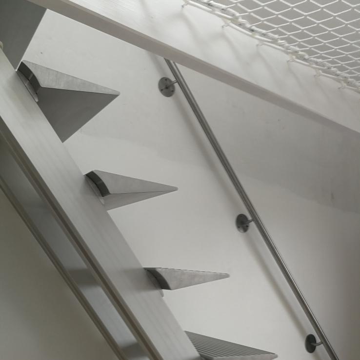 Moderne trap Triangle bij Leponce
