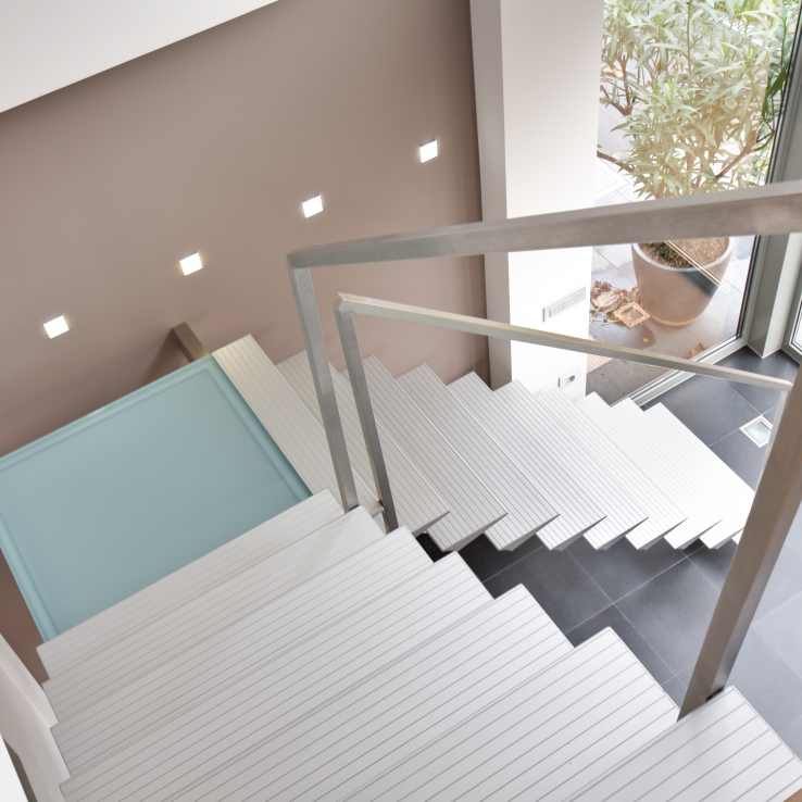 Moderne trap Triangle bij Verplaetse