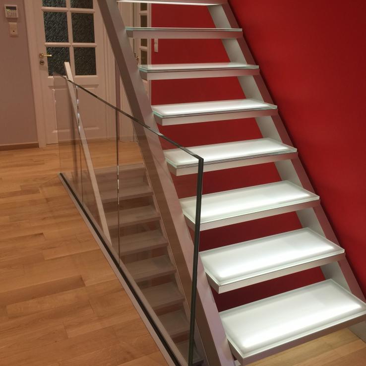 Verlichte trappen bij de familie Haag