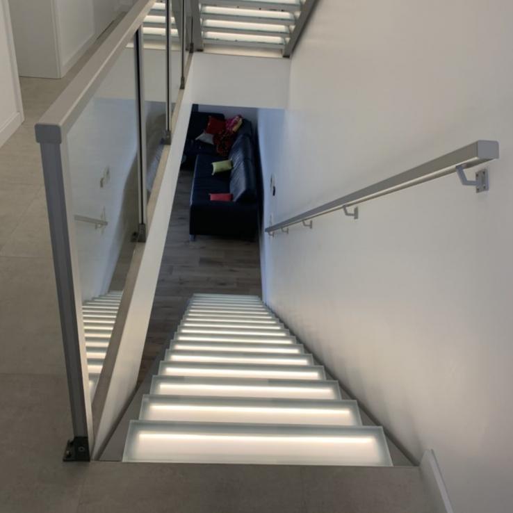 Verlichte trap in huis in Luxemburg