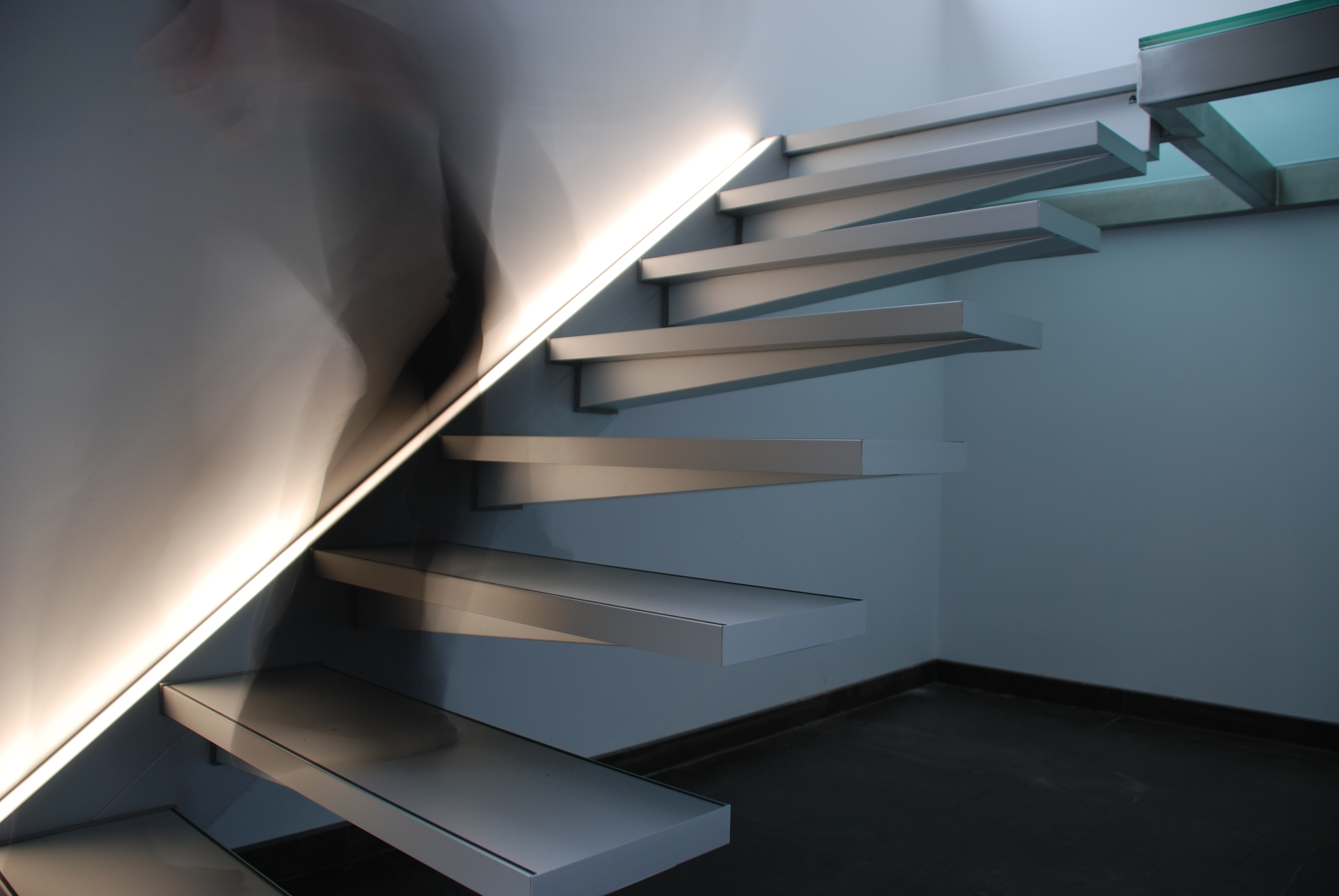 Escalier Marches Suspendues Mur solitaire - escaliers design graah